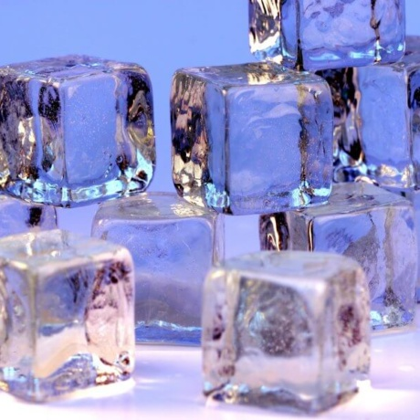 Homemade Crystal Clear Ice for Cocktails